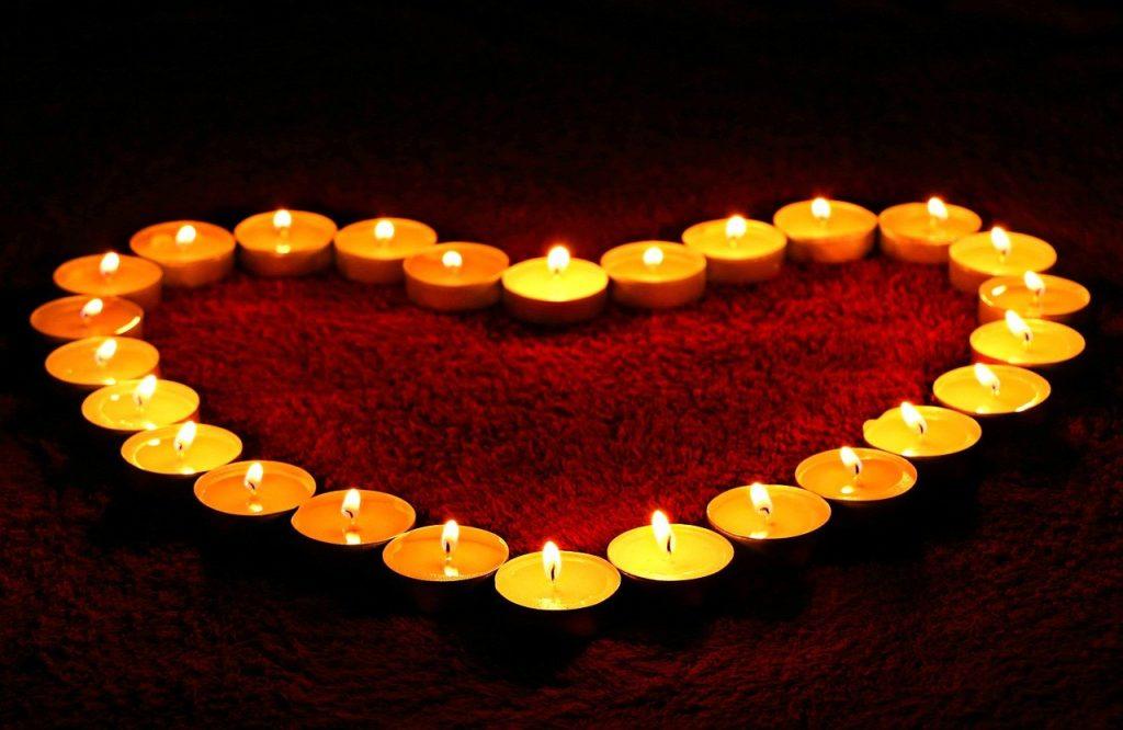kaarsen in hartvorm
